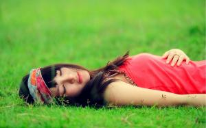 Brunette grass emotions relaxation 66077 3840x2400 2